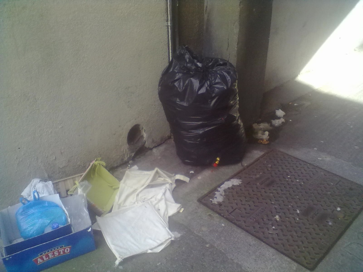 Locals: 'we've cleaned this of dead rats,human waste,seeping bags,but it's non-stop' -> Blessington Ct Archway. Sep 29 2013