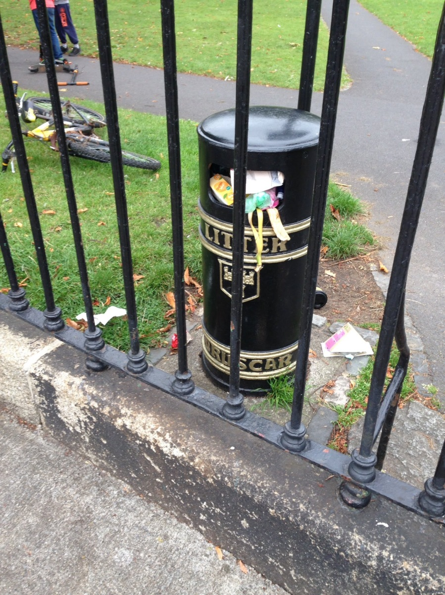 Taken 3pm on a weekday..bins here always overflowing -> Sandymount Green, D4. Sep 19 2017